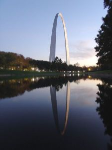 Eero Saarinen - Gateway Arch o Puerta del Oeste en el Jefferson National Expansion Memorial (1947-1968)
