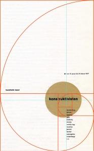 """Jan Tschichold - Cartel para una exposición de arte constructivista en Basilea (1937) La imagen muestra un cartel en formato rectangular vertical. El fondo es blanco y en el tercio inferior, hacia la derecha, aparece un punto de color ocre con la palabra """"exposición de arte"""". Bajo él y en columna se sitúan los nombres de los artistas participantes. Superpuesto a todo ello, el dibujo de la sección aurea (proporción matemática en la que se basa, por ejemplo, el patrón de crecimiento de las conchas de las caracolas marinas) en una linea fina de color rojo. El cartel sólo utiliza cuatro colores: blanco de fondo, negro de la tipografía, ocre del círculo y rojo de la sección áurea. Pulse para ampliar."""