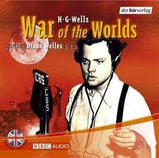 """Grabación de la retransmisión del Mercury Theatre de """"La Guerra de los Mundos"""" (1938) - La imagen muestra la portada del LP de la grabación donde aparece una fotografía de Orson Welles durante la retransmisión de la adaptación de """"La Guerra de los Mundos"""". Pulse para ampliar."""