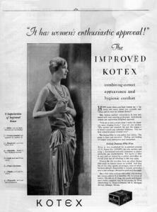 Anuncio de las compresas Kotex (1929) - La imagen muestra una página de publicidad en la que se ve una foto en plano americano de una modelo (Lee Miller) vestida con un elegante traje de noche, de pie y mirando hacia la derecha. Al lado de la foto, una columna de texto canta las excelencias del producto en cuestión. Pulse para ampliar.