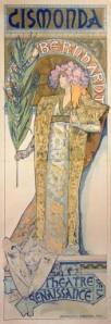 """A. M. Mucha - Cartel para """"Gismonda"""" (1894) - La imagen muestra un cartel en formato largo vertical en el que aparece la figura de una mujer con los rasgos de Sarah Bernhardt, vestida con ricos ropajes y llevando en la mano derecha una palma. Está situada sobre un pedestal que muestra las letras """"Theatre de la Renaissance"""" y tras su cabeza se aprecia una especie de arco de herradura que contribuye a destacar el rostro de la mujer. Sobre el arco aparece el título de la obra ,""""Gismonda"""", con letras que simulan estar formadas por pequeñas teselas de mosaico.La figura está representada de un modo muy naturalista aunque las partes están rodeadas de una gruesa línea negra que le da aspecto como de vidriera. Utiliza colores suaves y la decoración de vestido y fondo es minuciosa, abundante y basada en elementos decorativos vegetales. Pulse para ampliar."""