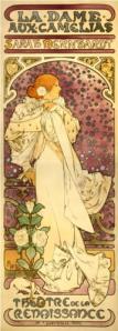 """A. M. Mucha - Cartel para """"La Dama de las Camelias"""" (1896) - La imagen muestra un cartel de formato largo vertical en el que aparece una mujer de pie, mirando hacia la izquierda, que lleva una capa blanca llena de pliegues, el pelo rojizo recogido en un moño y adornado con camelias blancas. las flores aparecen salpicando todo el cartel, La mujer aparece sobre un fondo de colores rosados en degradado y decorado con estrellas. La figura está enmarcada en la parte superior por una especie de arco rebajado y sobre él, el título de la obra """"La dame aux camellies"""". Pulse para ampliar."""