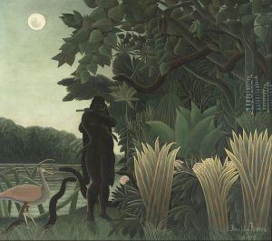 """Henri Julien Felix Rousseau, llamado """"El Aduanero"""": """"La encantadora de serpientes"""" (1907) - La imagen muestra una imagen nocturna, aunque la luna llena que brilla en lo alto del cielo ilumina algunas partes del cuadro. A la derecha aparecen arbustos de hojas alargadas y puntiagudas. Tras ellos, árboles de altura creciente, de hojas carnosas y geométricas. En el centro de la composición se ve la silueta en sombra de una mujer que parece que va desnuda, de larga melena que está tocando una flauta travesera. A sus pies, una serpiente, también en sombra, levanta su cuerpo hacia ella. La parte izquierda del cuadro está más iluminada y podemos ver, al fondo una especie de río y, en sus orillas, un ave zancuda de color rosa y pico plano que observa fascinada a la mujer. Pulse para ampliar."""