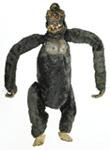 Marioneta de King Kong hecha por Ray Harryhausen (1933) - La imagen muestra un muñeco hecho con tela de color oscuro y con relleno con forma de gorila. Tiene los brazos muy largos y articulados, al igual que las patas. Es bastante tosca pero se puede distinguir que el animal representado es un gorila o, por lo menos, un primate grande. Pulse para ampliar.