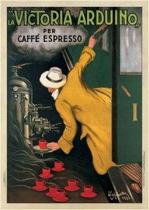 Leonetto Cappiello - Cartel publicitario para La Victoria Arduino (1922) - La imagen muestra sobre un fondo verde oscuro un vagón de tren con la portezuela abierta de la que sale un hombre con abrigo amarillo y sombrero blanco, de espaldas al espectador, que se sirve al vuelo una taza de café expreso de una cafetera Victoria Arduino. Pulse para ampliar.