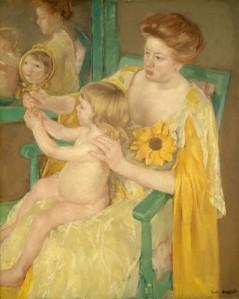 La imagen muestra un cuadro en el que se ve a una mujer vestida en tonos amarillos, sentada en una silla verde, que sostiene en su regazo a un niño rubio desnudo. El niño está casi de espaldas al espectador pero vemos su rostro porque la madre le enseña un espejo donde se refleja su cara. Ambos, además, están reflejados en un espejo colgado en la pared detrás de ellos. Pulse para ampliar.