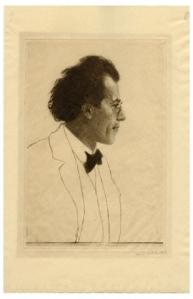 La imagen muestra un grabado en el que aparece retratado en plano medio el músico Gustav Mahler. Aparece de perfil, mirando hacia la derecha. El rostro está dibujado con total precisión y realismo: el pelo largo y abundante peinado hacia atrás, el gesto decidido, las gafas... Por el contrario, del cuello para abajo, sólo aparecen esbozadas unas pocas líneas que nos indican que viste americana, camisa con pajarota y chaleco. Pulse para ampliar.
