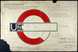 """La imagen muestra el esquema del diseño del metro de londres: un circulo rojo sobre el que se dispone, a modo de travesaño en su parte media, un rectángulo azul oscuro donde figura con la tipografía de Johnston la palabra """"Underground"""" (metro). Pulse para ampliar."""
