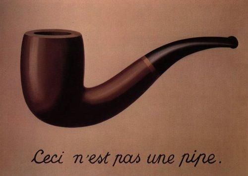La imagen muestra una gran pipa pintada sobre un fondo ocre neutro. Bajo ella aparece escrito el título (en francés: Ceci n´est pas une pipe) Pulse para ampliar