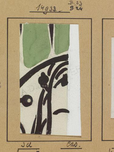 La imagen muestra un fragmento rectangular de papel con un diseño que parece floral -sólo se aprecia una parte- con lo que parecen unos tallos curvilíneos y unos pétalos u hojas verdes. Pulse para ampliar.