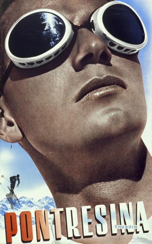 La imagen muestra un cartel hecho a base de un montaje de varias fotografías de diferentes tamaños. En la parte inferior se puede leer el nombre de la estación de esquí (Pontresina). El resto del encuadre está ocupado casi en la totalidad por la cabeza de un esquiador, vista desde abajo, que luce unas gafas de sol y está muy bronceado. Entre las letras y la cara del esquiador se puede ver la figura de un pequeño esquiador descendiendo en eslalon. Pulse para ampliar.