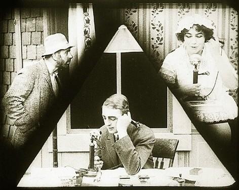 La imagen muestra un fotograma de la película