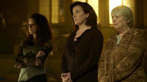 Tatiana Maslany, Maria Doyle Kennedy y Alison Steadman como Sarah Manning, Siobahn Sadler y Kendall Malone respectivamente